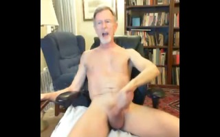 slim bearded gray daddy play on webcam discharges