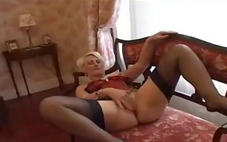 blonde mother id like to fuck has a fiddle