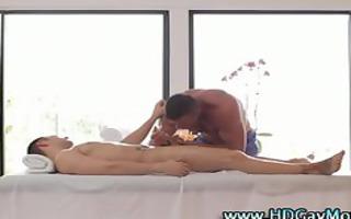 muscley homo masseuse sucks knob