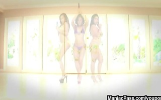 lesbo sex toy threesome