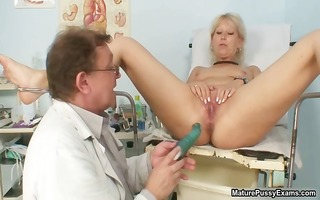 filthy older mamma showing her oozing part6