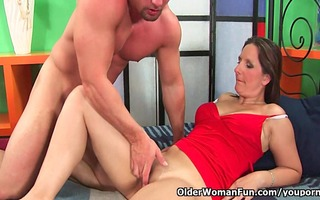 aged soccer mama squirts her juice and unloads a