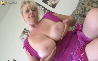 bug breasted mature slut mommy getting wet