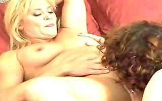 lesbo mommas have gal on girl in bedroom
