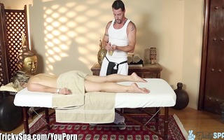 trickyspa howd this masseur receive her to fuck?