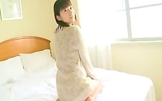 arisa kuroda plays with curves in couch