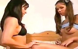 watch this amazing lesbo beauties giving a kiss