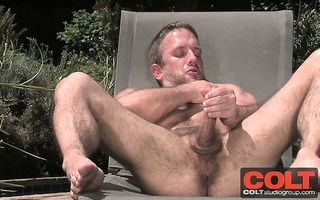 hawt musicle dude dirk caber jerks his meat out
