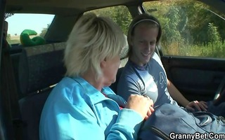 old whore receives nailed in the car by a stranger