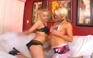 slut munches on threesome snatch while getting