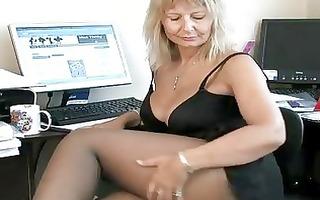 secretary housewife fingering her older wet crack