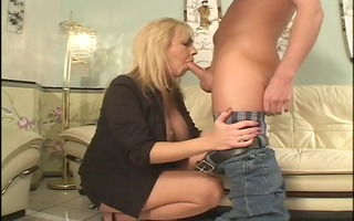 mature cougar acquires off on younger knob