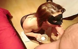 maske mature eats cum from glass!