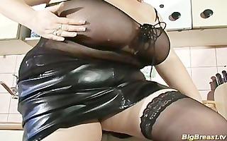 massive milk shakes babe dildoing her juic