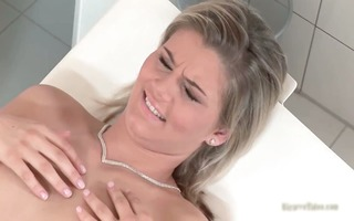 hawt blond hottie kimberly comes to the part3