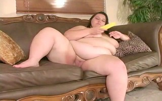 big beautiful woman masturbates with a corn