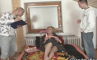 lonely granny gives her cunt