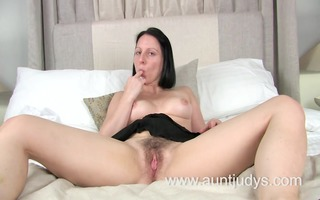 sexy mother id like to fuck amber spreads her legs
