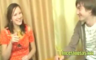 sexo incestuoso en la cena - www.incestuosas.xxx