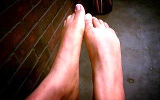hawt dark gal gives a footjob