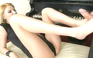 hot blond enjoy foot fetish