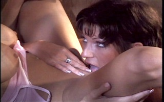 sexy lesbo playing during the time that pussyman
