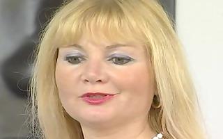 older euroean mamma masturbating - julia reaves