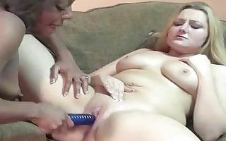 lesbian savanna sharing her toys with an ebon