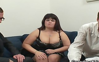 obese lady is invited to photosession then double