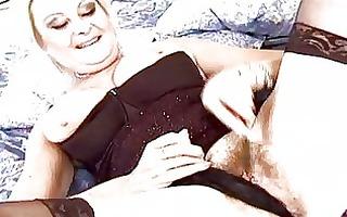 breasty pale blond momma sticks sextoy up her