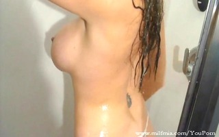 d like to fuck plays with booty in shower